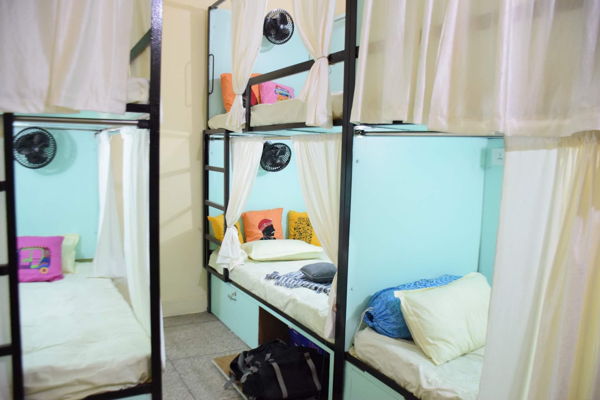 Premium Mixed 6-Bed Dorm